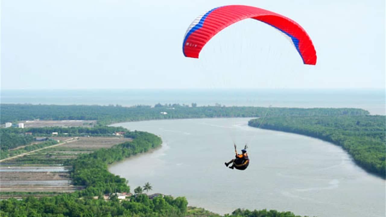 Paragliding at Jugra Hill