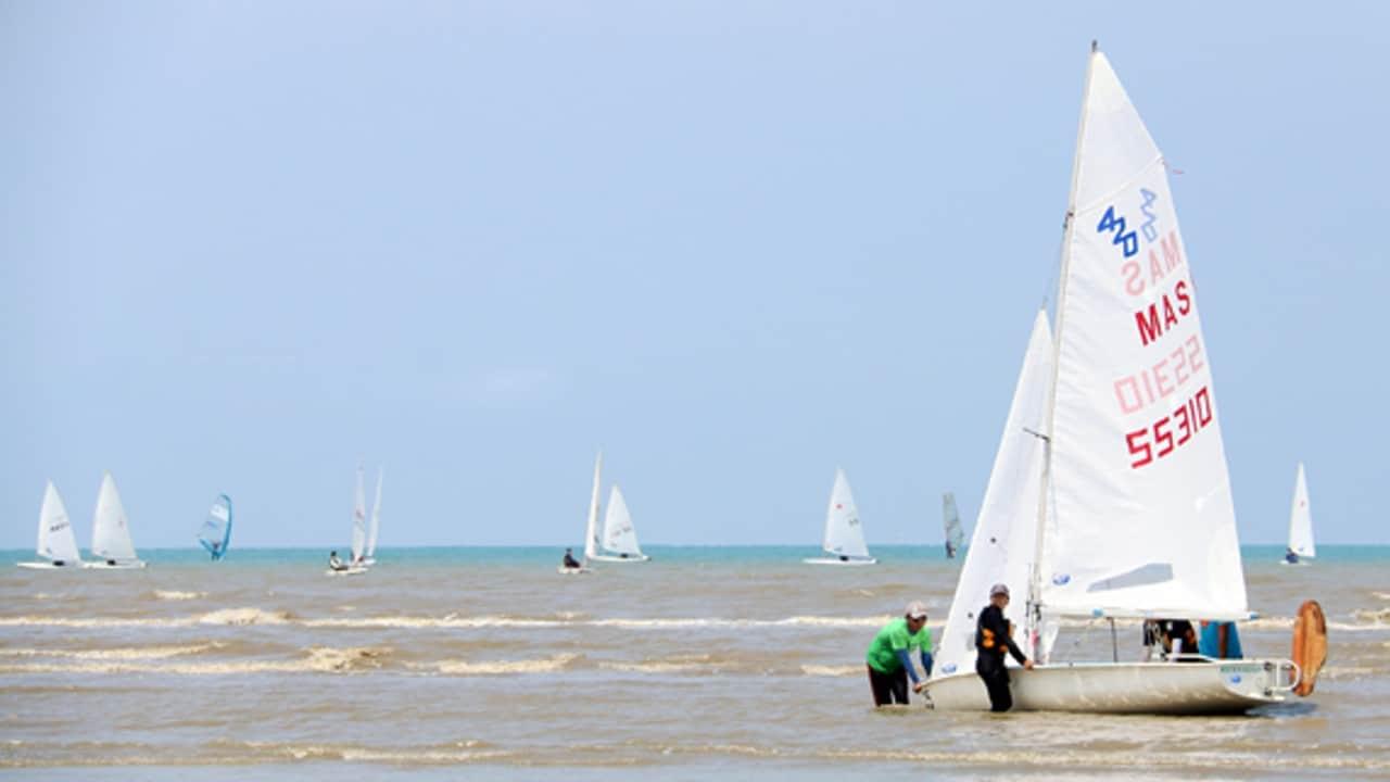 Sailing at Batu Laut